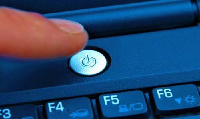 Ноутбук вырубается при работе от сети